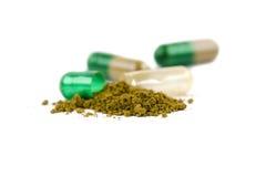 Haut étroit de capsules de fines herbes photographie stock libre de droits