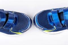 Haut étroit de chaussures bleues de sport Photo stock