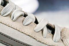 haut étroit de chaussures de sports du ` s d'hommes Images libres de droits
