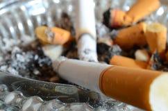 Haut étroit de cigarette Images stock