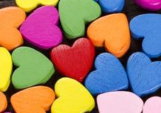 Haut étroit de coeurs colorés. Images libres de droits