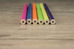 Haut étroit de crayons colorés Photographie stock