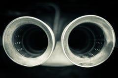 Haut étroit de silencieux de voiture photographie stock libre de droits