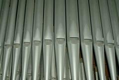 Haut étroit de tuyaux d'organe d'église photographie stock libre de droits