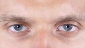 haut étroit de yeux attrayants de jeune homme de handome Photographie stock
