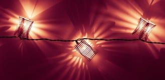Haut étroit en bois de lumières de Noël Photo libre de droits