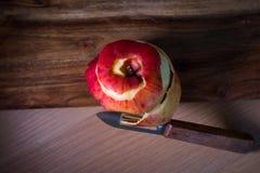 Haut abgezogener Apfel Stockbild