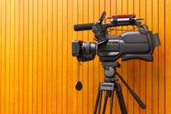 Haut appareil-photo de cinéma de définition sur un décor de film images stock