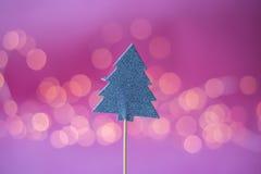 Haut de forme décoratif pour le biscuit sur le fond rose Photo libre de droits