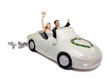 Haut de forme de gâteau de véhicule de mariage image stock