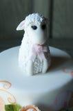 Haut de forme mignon de gâteau d'agneau de fête de naissance Images libres de droits