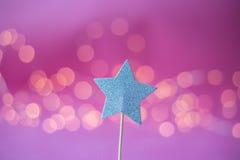 Haut de forme de Noël pour le biscuit sur le fond rose Image libre de droits
