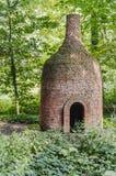 Haut four pierre-fait avec la cheminée images stock