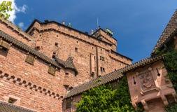 Haut-Koenigsbourg城堡墙壁在阿尔萨斯 库存照片