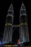 451 haut Kuala Lumpur Malaisie dose des tours de petronas de nuit Image stock