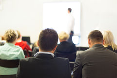 Haut-parleur à la convention et à la présentation d'affaires Photo stock