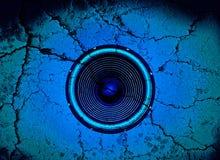 Haut-parleur bleu criqué de musique Photos libres de droits