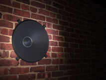 Haut-parleur dans le mur de briques Photographie stock libre de droits