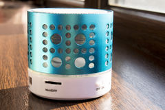Haut-parleur futé de téléphone d'usb de dent bleue Photographie stock libre de droits