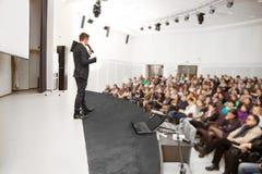 Haut-parleur à la convention d'affaires Images stock