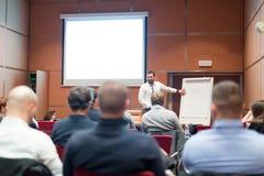 Haut-parleur présentant un exposé lors de la réunion d'affaires Photo stock