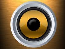 Haut-parleur sur une texture en métal d'or Photographie stock