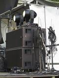 Haut-parleurs audio de concert puissant, amplificateurs, projecteurs, étape Photos libres de droits