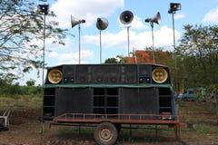 Haut-parleurs audio sur la remorque photos stock