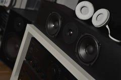 Haut-parleurs avant des 7 1 système de son et écouteurs de haute fidélité de THX Photos stock