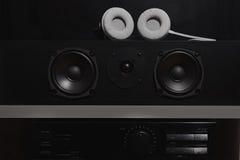 Haut-parleurs centraux et amplificateur stéréo avec l'égaliseur numérique des 7 1 système de son de haute fidélité de THX Photos stock