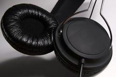 Haut-parleurs noirs amortis d'écouteurs Images stock