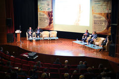Haut-parleurs sur XVIII le grain et les graines oléagineuses de la Mer Noire de Conférence Internationale Photos stock