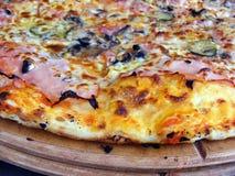 Haut proche de pizza Images libres de droits