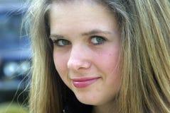 Haut proche de sourire de visage de beauté à l'extérieur Photographie stock libre de droits
