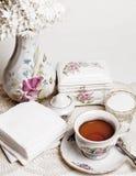 Haut thé anglais avec le gâteau Images libres de droits