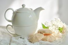Haut thé dans le blanc Photographie stock