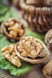 Haut étroit de noix, panier sur le fond Photo libre de droits