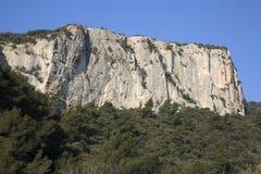 Haute Alpes, Luberon parkerar den utvändiga Lourmarin byn, Provence Arkivfoto