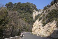 Haute Alpes, Luberon parkerar den utvändiga Lourmarin byn, Provence Royaltyfria Foton