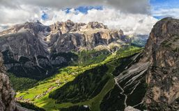 Haute Badia Valley en dolomites photographie stock