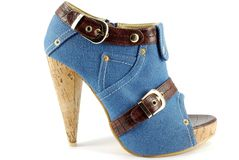 dd7dced76b009 Haute Chaussure De Jeans D enfer De Femme Image stock - Image du  fashionable, chic  14292403