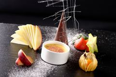Haute cuisine, dessert Creme brulee Royalty Free Stock Photos