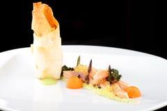 Haute cuisine, raccordo di color salmone rosa con il caviale fotografia stock libera da diritti