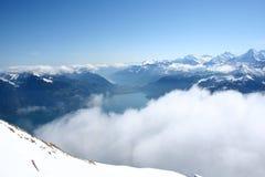 Haute dans les Alpes suisses Photographie stock