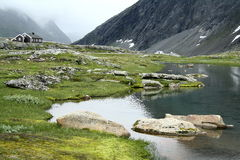 Haute dans les montagnes photographie stock libre de droits