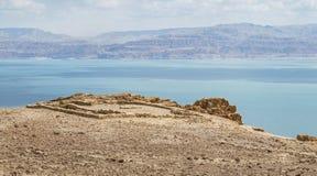 Haute de temple de Chalcolithic au-dessus de la mer morte en Israël images libres de droits