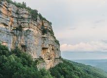 Haute falaise en été Photos stock