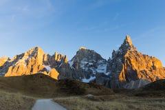 Haute montagne au crépuscule Images libres de droits