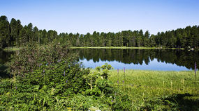 Haute montagne, lac inaccessible image stock