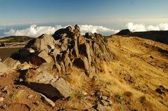 Haute sur les montagnes de la Madère, au-dessus des nuages Images libres de droits